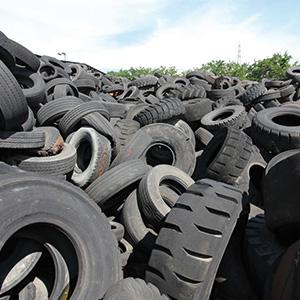 Terra dei fuochi: parte prelievo pneumatici da deposito Gianturco a Napoli