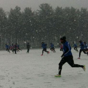 Allenamenti anche sotto la neve per l'Atalanta grazie al campo in erba artificiale con gomma riciclata realizzato in collaborazione con Ecopneus, in vista della sfida di domenica con la Fiorentina