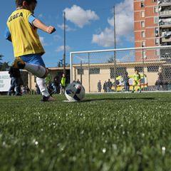 Lo Stadio di Landieri di Scampia rinasce grazie al nuovo campo in erba sintetica con gomma riciclata