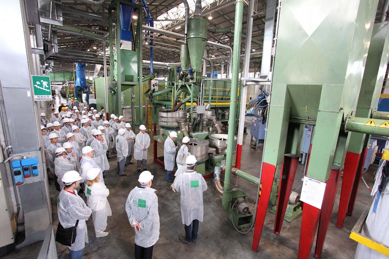 """L'impianto di Graneco Rubber durante l'evento """"Impianti Aperti Ecopneus"""", giugno 2013"""