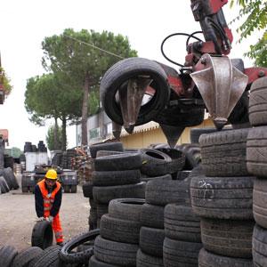 Pneumatici Fuori Uso: in Italia 25.000 tonnellate a rischio abbandono