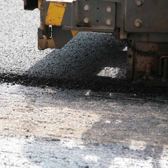 Strade durevoli e silenziose con gomma SBR riciclata da pneumatici: strategie di mitigazione del rumore da traffico