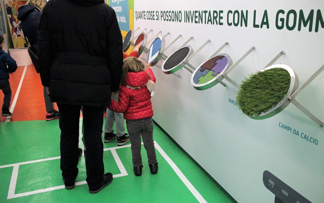 Arriva a Bari la carrozza della gomma riciclata di Ecopneus a bordo del TrenoVerde