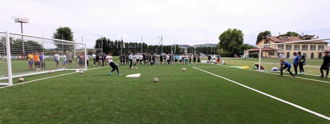 Sport e ambiente, giovani portieri sul campo in gomma riciclata dell'Atalanta