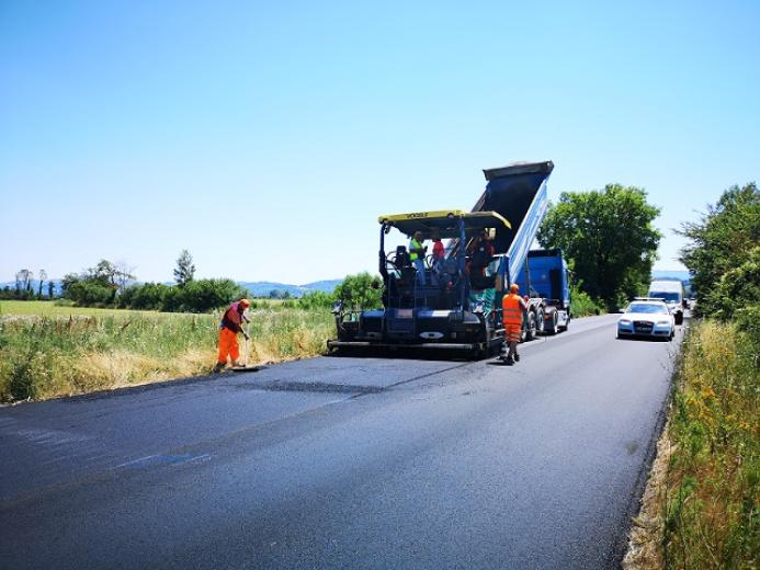 A sound-proofing surface made with rubber powder from ELTs is on its way on the Anas roads