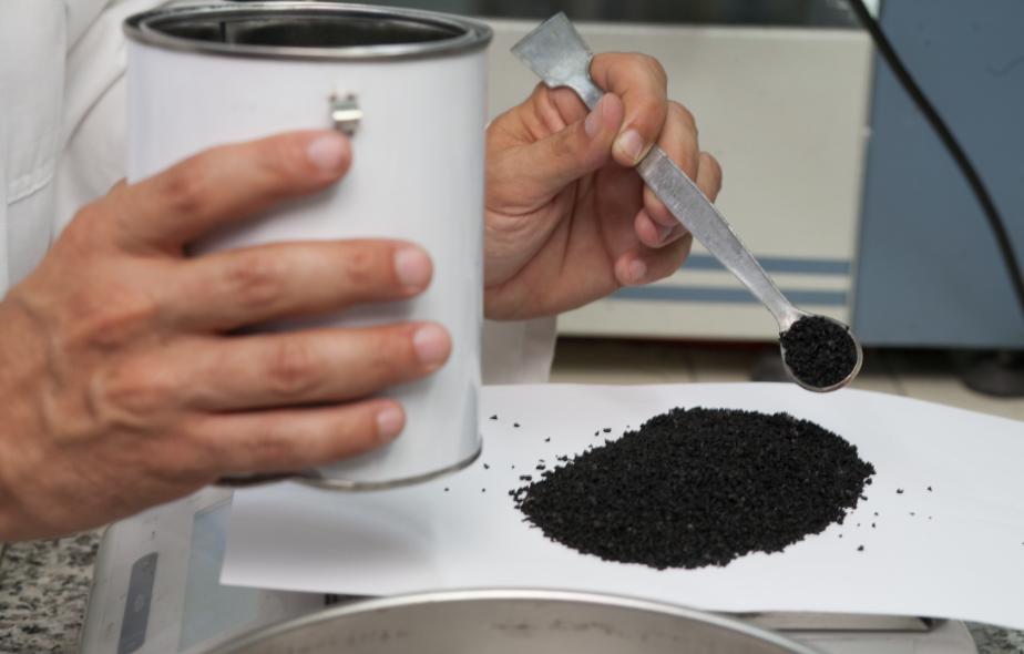 Dagli USA un nuovo materiale a base di gomma riciclata per estendere la vita delle pavimentazioni stradali.